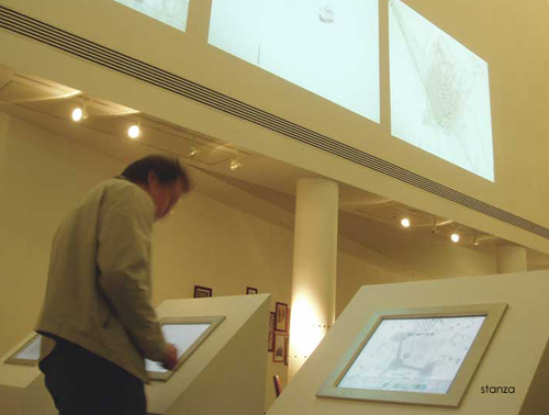 Amorphoscapes: Net art and the audiovisual experience. Stanza Touchscreens in Performance 2005.